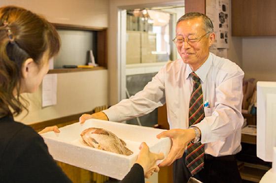 イメージ:買った魚を調理してもらう!